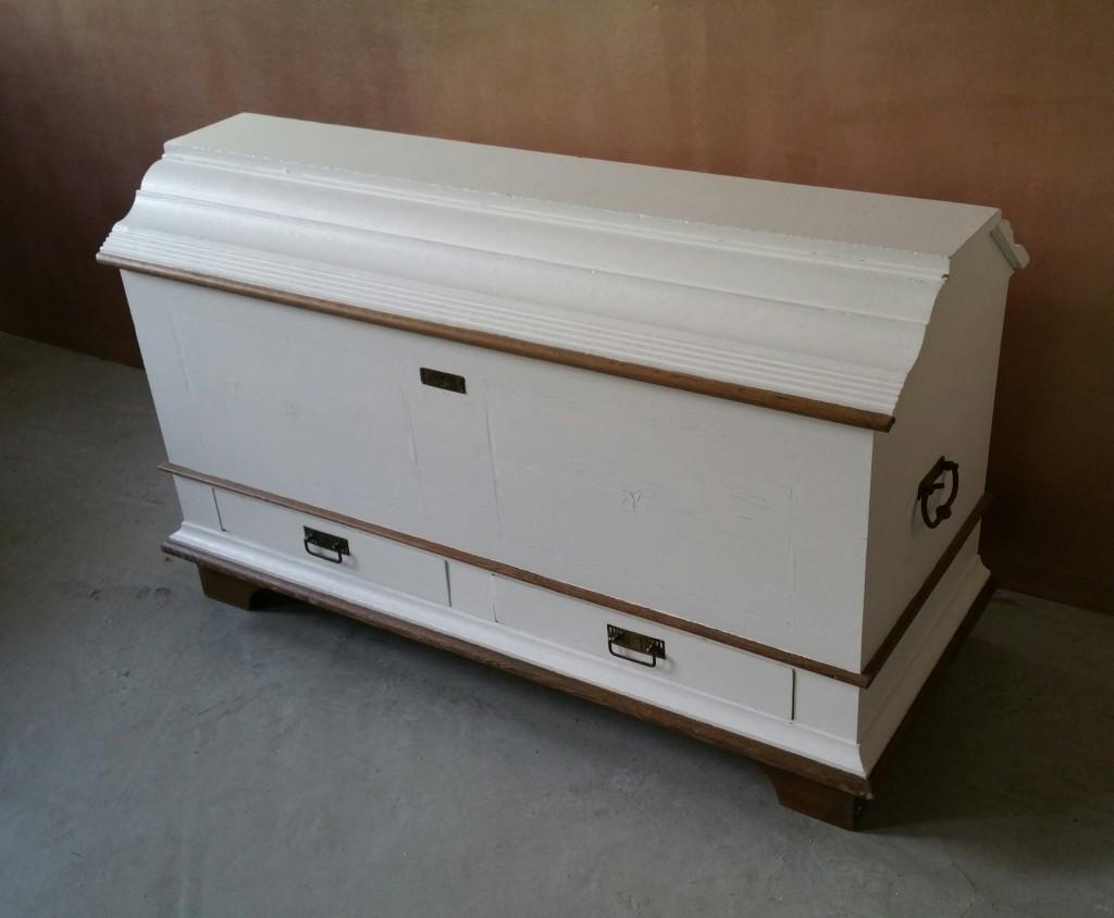 wei e truhe garagenmoebel k chenbuffet alte. Black Bedroom Furniture Sets. Home Design Ideas