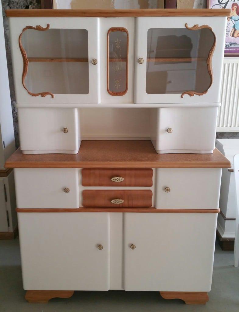 50er Jahre Küchenbuffet, alter Küchenschrank
