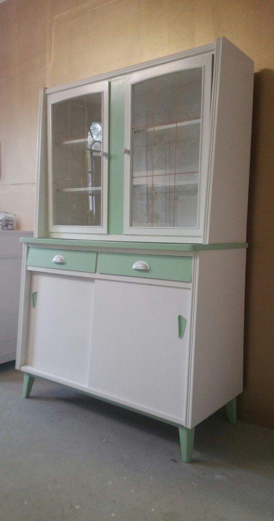 alter Küchenschrank, Vitrinenschrank